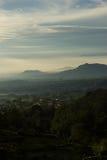 Soluppgång på berg Arkivbild