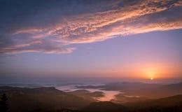 Soluppgång på bergjahorina royaltyfria bilder