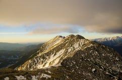 Soluppgång på bergkanten Royaltyfria Foton