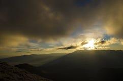 Soluppgång på bergkanten Royaltyfri Bild