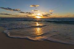 Soluppgång på cancun Fotografering för Bildbyråer