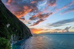 Soluppgång på de Qingshui klipporna i Taiwan Fotografering för Bildbyråer