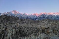 Soluppgång på de toppig bergskedjaNevada bergen Royaltyfria Bilder