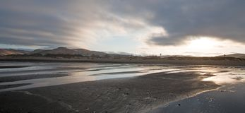 Soluppgång på delstatsparken för Morro fjärdstrand - populär semester/campa fläck på den centrala Kalifornien kusten USA Fotografering för Bildbyråer