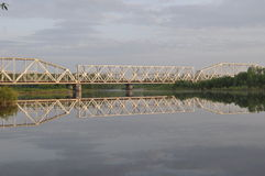 Soluppgång på den Desna floden royaltyfria bilder