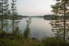 Soluppgång på den dimmiga sjön Royaltyfria Bilder