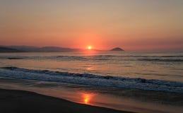Soluppgång på den härliga kusten av den Chacahua nationalparken, Oaxaca, Mexico Fotografering för Bildbyråer