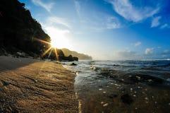 Soluppgång på den Indonesien stranden Royaltyfria Bilder