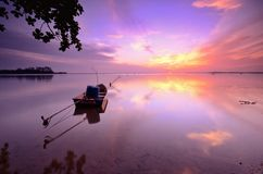 Soluppgång på den jubakar stranden, kelantan Malaysia royaltyfri foto