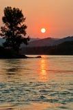 Soluppgång på den Katun floden Arkivfoto