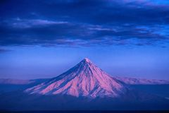 Soluppgång på den Kronotsky vulkan Royaltyfria Foton