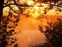 Soluppgång på den lilla floden Arkivbilder