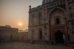 Soluppgång på den Lodi trädgården, Delhi Arkivbild