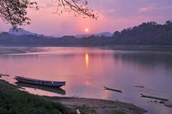 Soluppgång på den Mae Khong floden Royaltyfri Foto