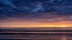 Soluppgång på den Malahide stranden royaltyfria bilder