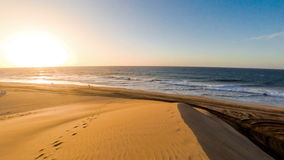 Soluppgång på den Maspalomas stranden lager videofilmer