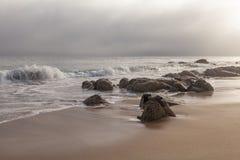 Soluppgång på den Monterey fjärden Arkivbilder