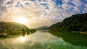 Soluppgång på den mosel floden royaltyfria foton