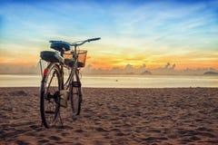 Soluppgång på den Nha Trang stranden Royaltyfria Foton