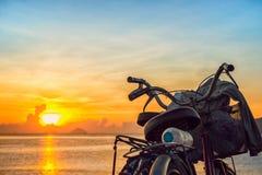 Soluppgång på den Nha Trang stranden Royaltyfri Bild