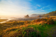 Soluppgång på den Oregon kusten Royaltyfri Bild