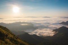 Soluppgång på den Phu chifa, Chiang Rai, Thailand Fotografering för Bildbyråer