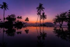 Soluppgång på den Rawai stranden phuket Royaltyfri Fotografi