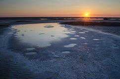 Soluppgång på den salta sjön Royaltyfri Bild