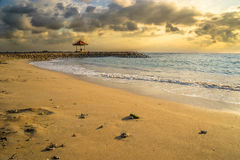 Soluppgång på den Sanur stranden Royaltyfri Bild