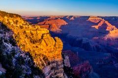 Soluppgång på den storartade Grand Canyon i Arizona Arkivfoton