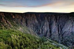Soluppgång på den svarta kanjonen Arkivbild
