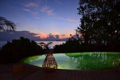 Soluppgång på den tropiska ösemesterorten Arkivbild