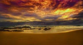 Soluppgång på den Tugun stranden Arkivfoton