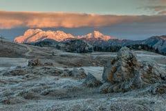 Soluppgång på den Velika planinaen, Slovenien Arkivfoton