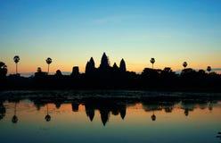 Soluppgång på det Angkor Wat tempelet, cambodia arkivbilder