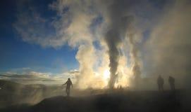 Soluppgång på det geotermiska fältet, Bolivia, Sydamerika Arkivfoto