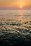 Soluppgång på det mörka havet Royaltyfria Bilder