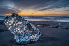 Soluppgång på diamantstranden, Island royaltyfri fotografi