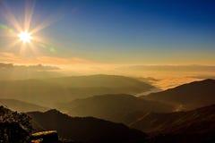 Soluppgång på Doi PUKA Arkivbilder