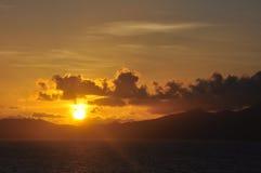 Soluppgång på Dominica Arkivfoton