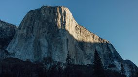 Soluppgång på El Capitan i Yosemite stock video