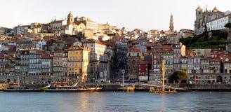 Soluppgång på gammala Oporto Arkivfoton