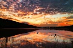 Soluppgång på gräshoppa sjödelstatsparken Arkivfoto