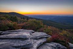 Soluppgång på grova Ridge Overlook arkivbild