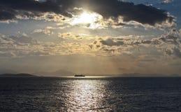 Soluppgång på havet Arkivfoton