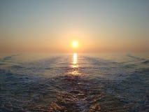 Soluppgång på havet Royaltyfri Fotografi