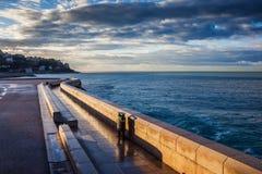 Soluppgång på havet i Nice Arkivbilder