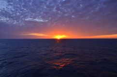 Soluppgång på horisonten Arkivbild
