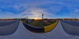 Soluppgång på järnvägsstationen, Cluj-Napoca, Rumänien Royaltyfria Foton