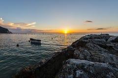 Soluppgång på kusten av Conero, Marche, Italien Arkivbilder